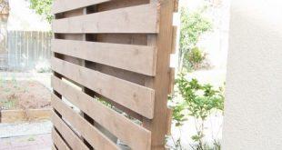 Wunderschönen!! So bauen Sie eine DIY-Sichtschutzwand, um Ihren Außenbereich zu reinigen und die nötige Privatsphäre zu bieten. www.tableandhearth.com