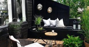 Beautiful small black and white patio with wooden floor
