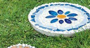 Bunte Trittsteine für den Garten herstellen mit Mosaik-Steinchen und Beton