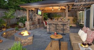 Firepit, bar island, fireplace, living room, putting gree...http://www.paradiser...