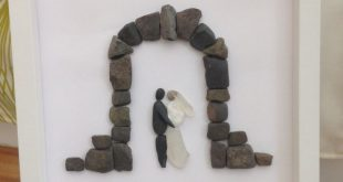 Hochzeitsgeschenk mit Steinen in einem Rahmen