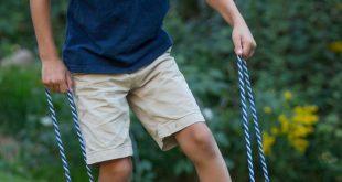 Kinder lieben die Herausforderung von Walking Blocks (man denke an sie als Anfänger-Stelzen).
