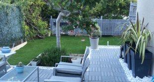 Mon petit jardin: runnen d Ikea, galets marbre blanc, pots toscane d Eda, gazon ...