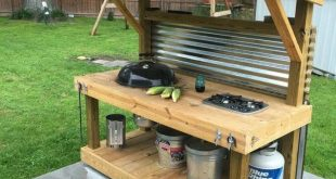 Upcycled Paletten-Grill im Freien